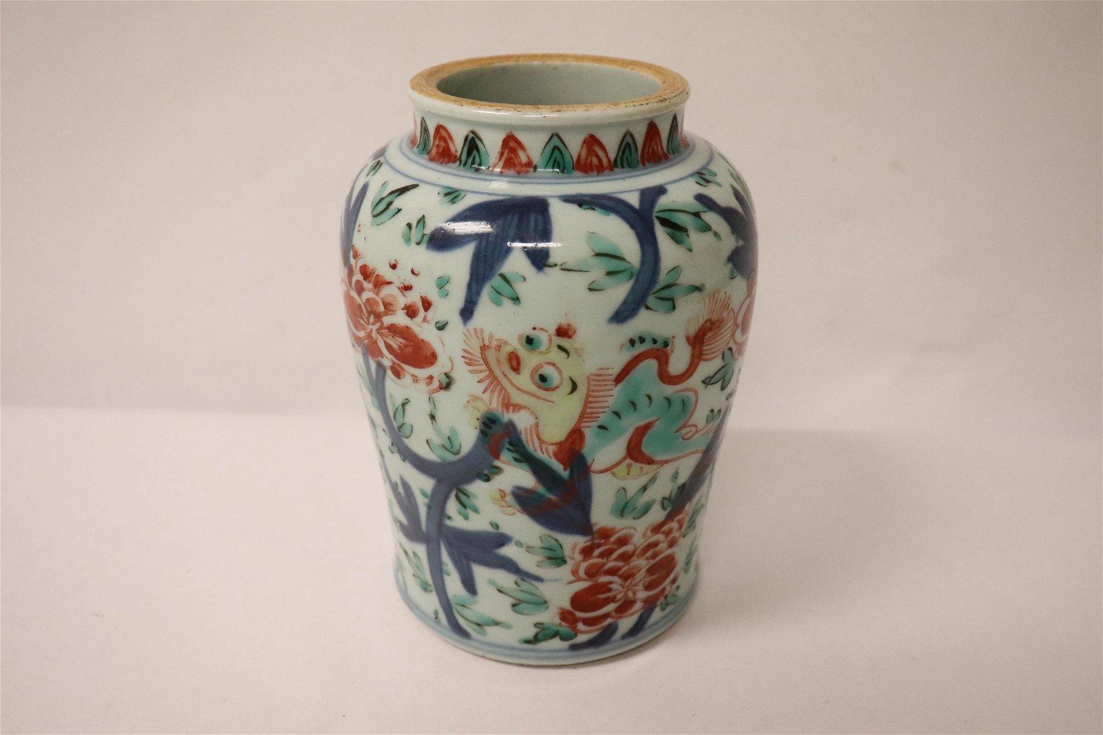 A fine Chinese antique wucai porcelain jar