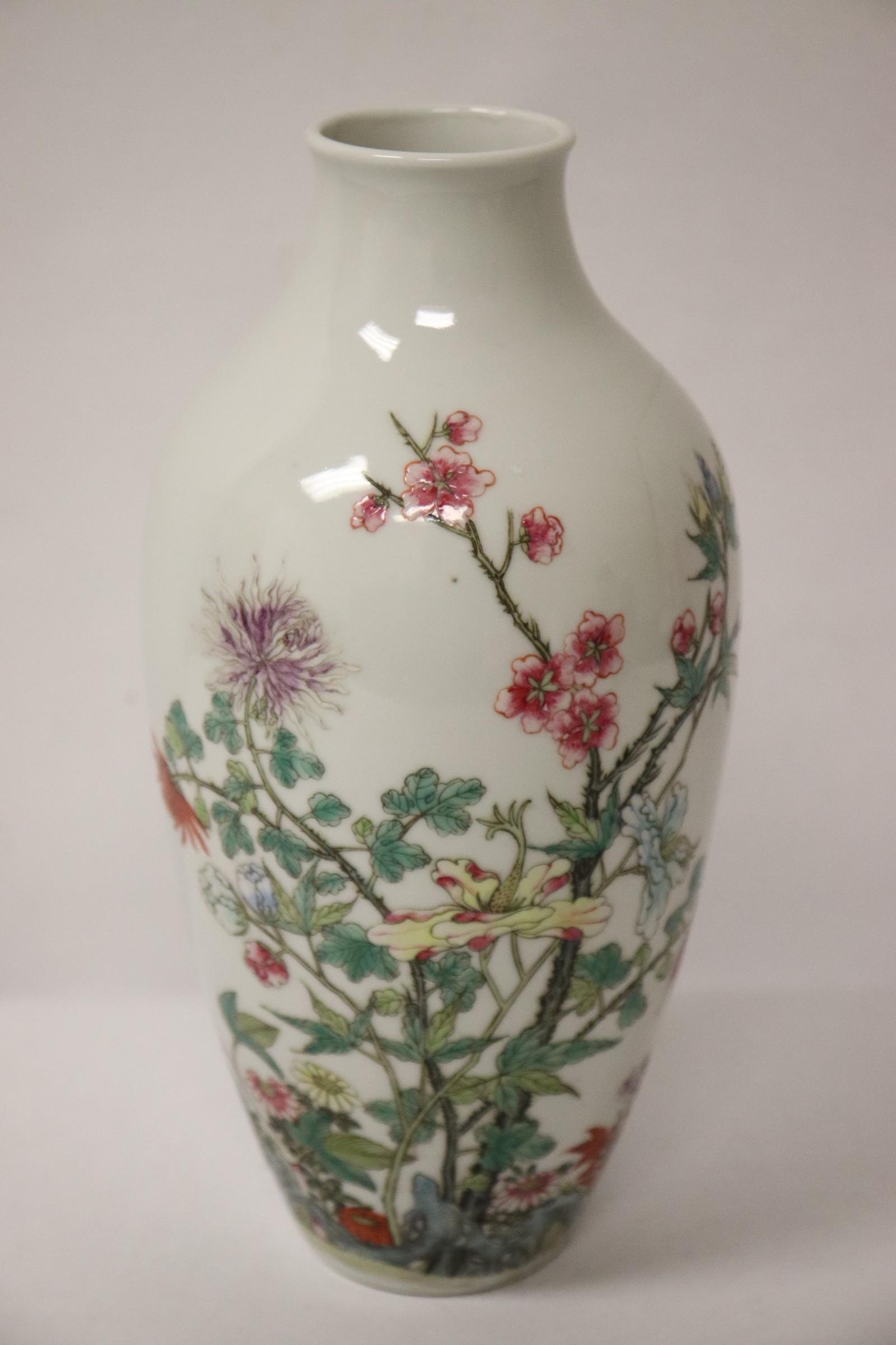 Chinese famille rose porcelain vase, crack