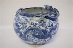 Chinese vintage blue and white brush wash