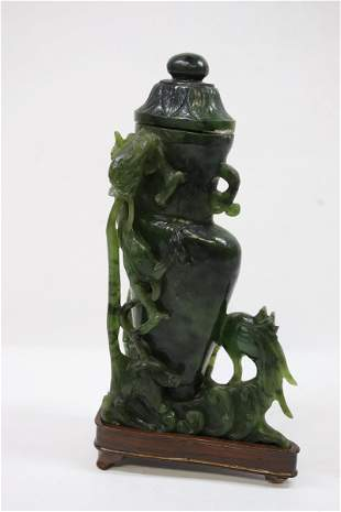 Fine Chinese green jade carved vase
