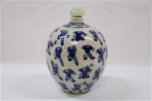Chinese vintage blue and white snuff bottle