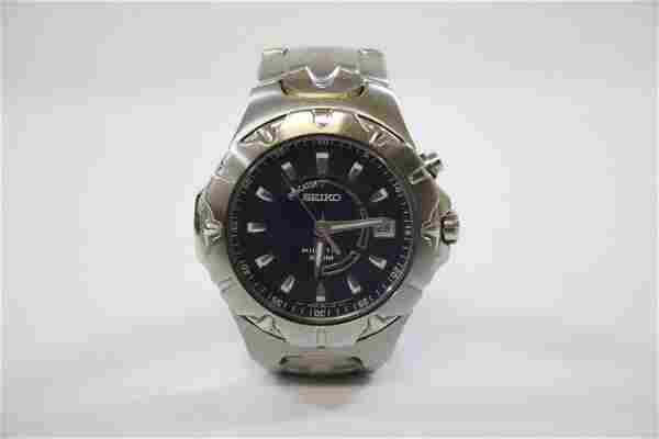 A Seiko kinetic 100 meter diver's man's watch