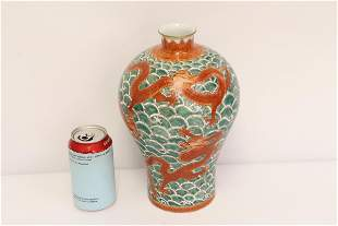 Chinese wucai porcelain vase with dragon