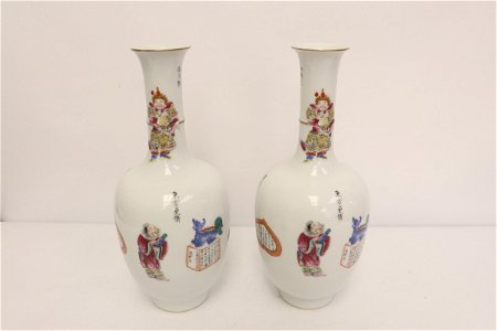 Pair beautiful Chinese famille rose porcelain vases