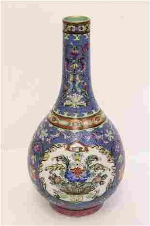 Fine Chinese famille rose porcelain vase