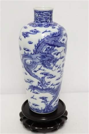 Chinese fine blue and white porcelain vase