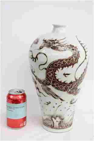 Fine Chinese red and white porcelain meiping