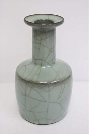 Chinese Song style crackleware vase