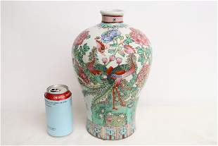 Chinese early 20th c. famille rose porcelain vase
