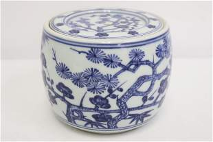 Chinese b&w porcelain covered round box