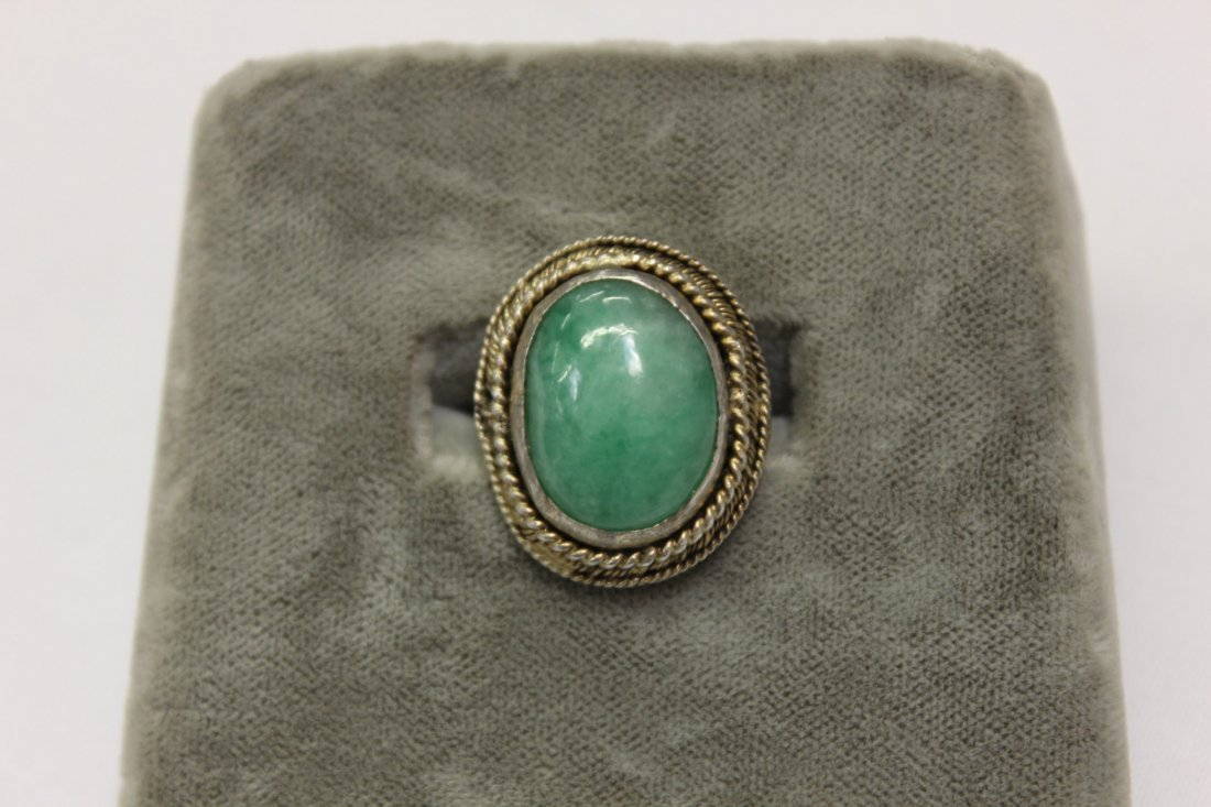 109: Chinese silver ring w/jadeite cabochon