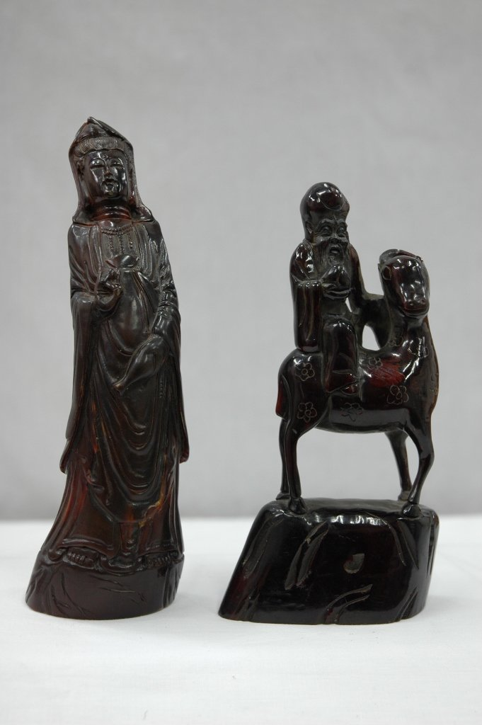 103: 2 horn carved figures