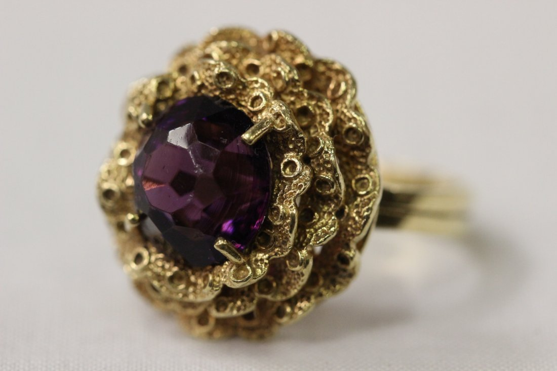 18K Y/G ring, center a purple stone