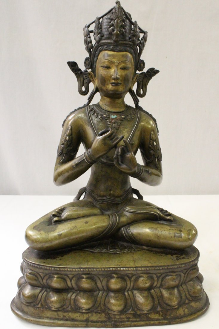 Important Chinese antique bronze seated Buddha