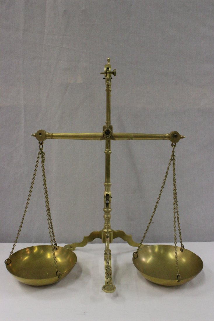 English 18th/19th c. brass scale with set of weights