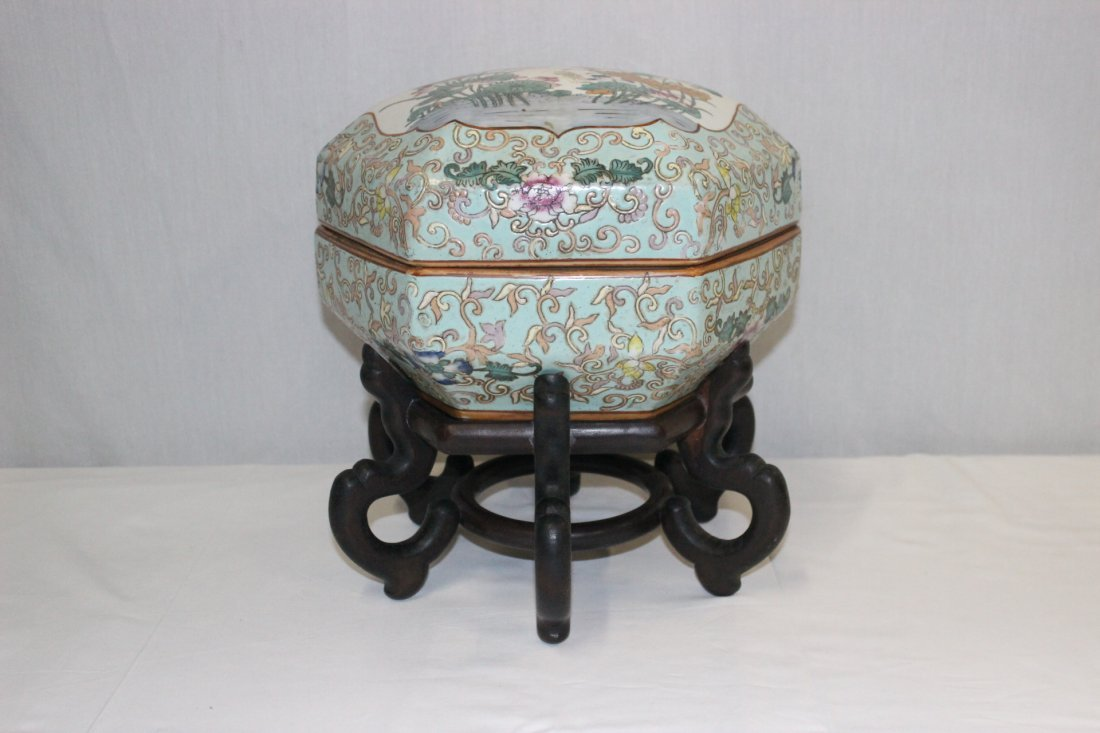 Chinese famille rose porcelain candy box