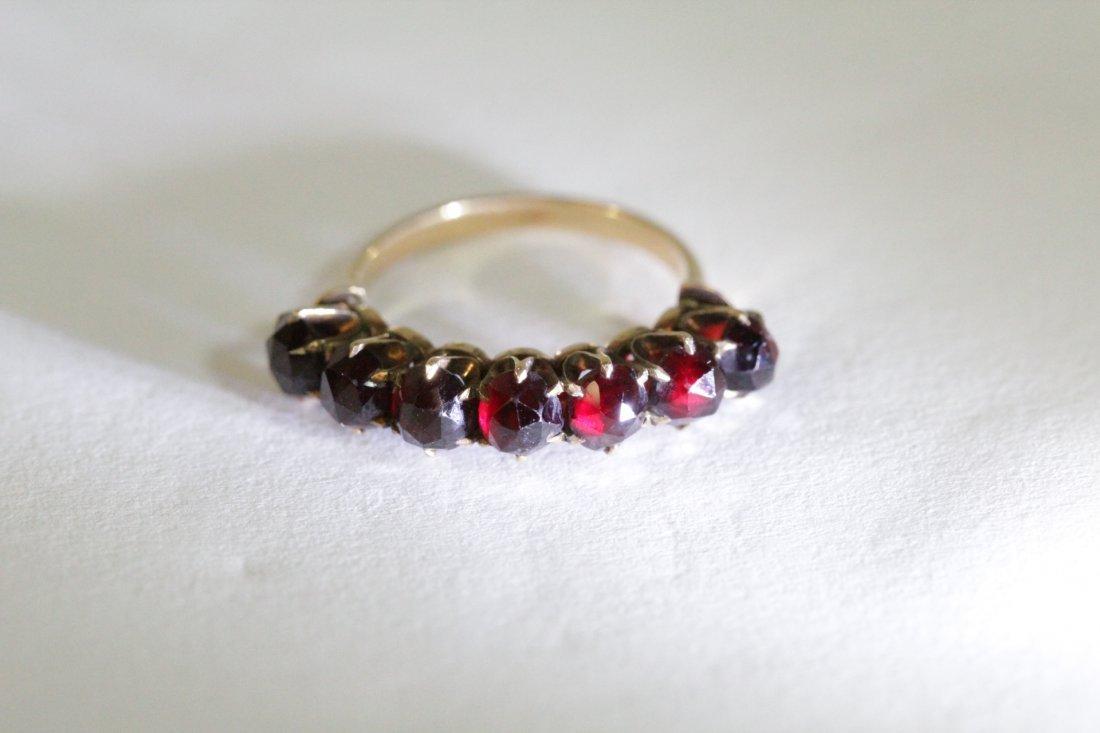 Victorian 14K ring set with rose cut garnet - 10