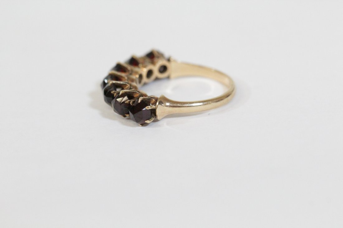 Victorian 14K ring set with rose cut garnet - 2