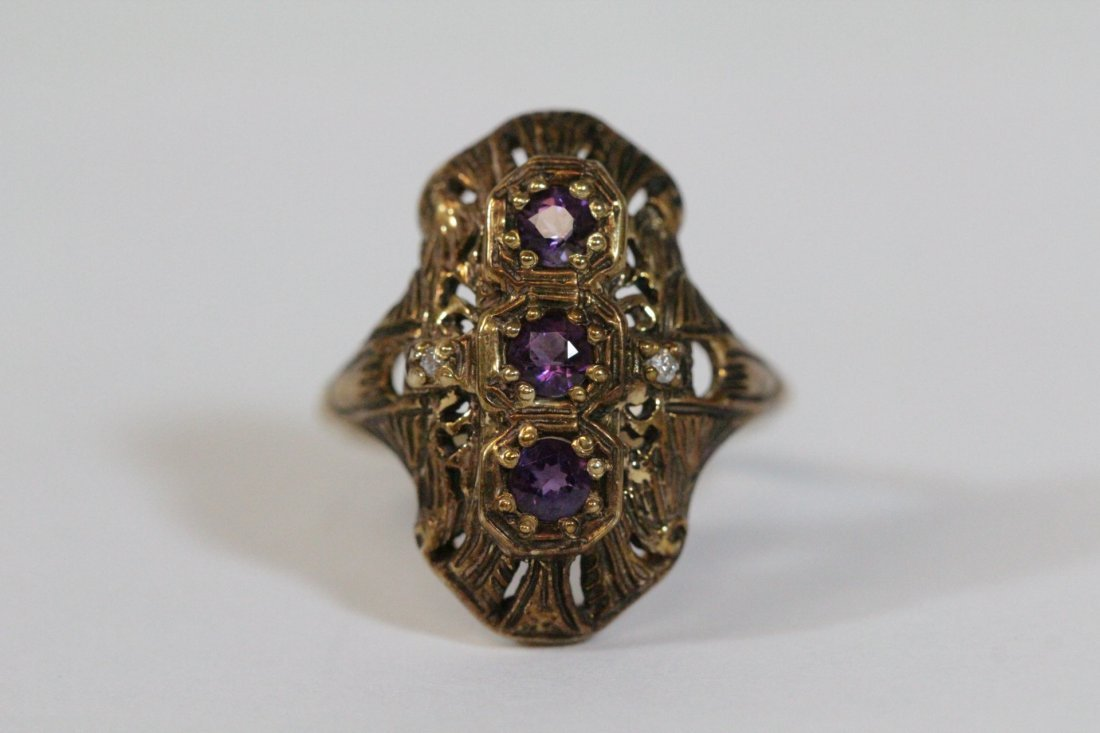 Victorian 14K ring with amethysts & diamond