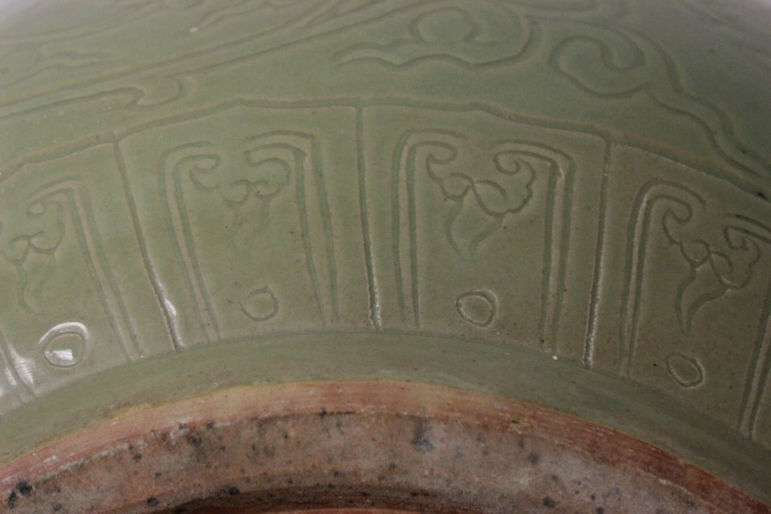 A massive Chinese celadon porcelain bowl - 8