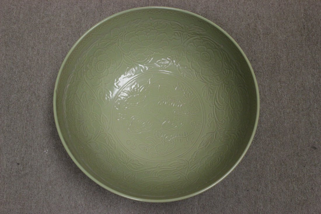 A massive Chinese celadon porcelain bowl - 9