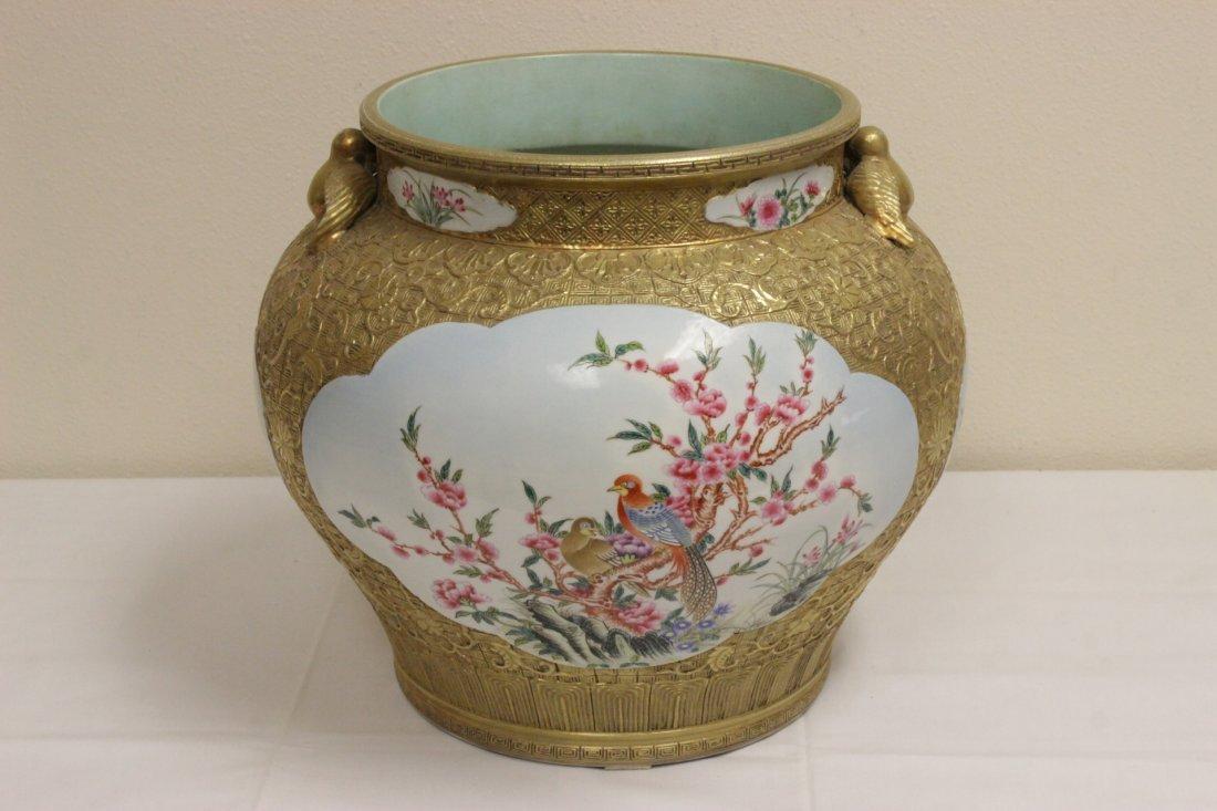 Chinese gold leaf famille rose porcelain jar