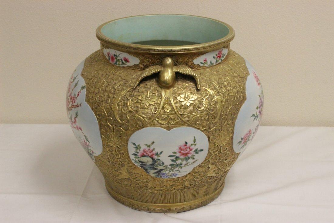 Chinese gold leaf famille rose porcelain jar - 2