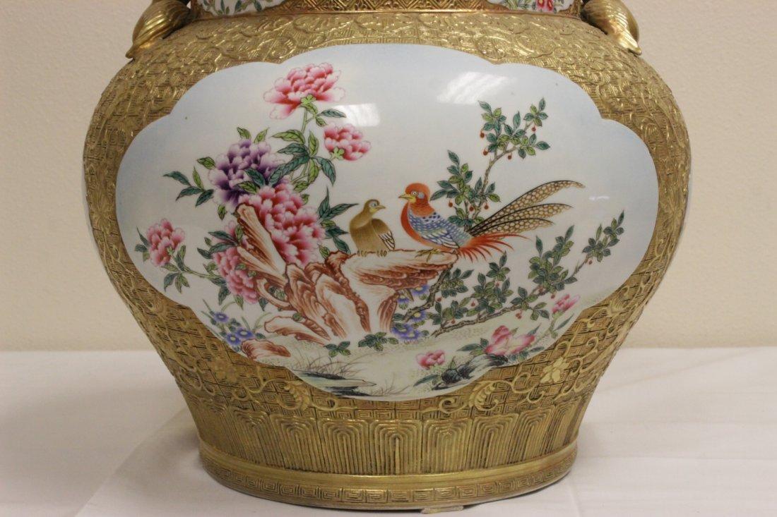 Chinese gold leaf famille rose porcelain jar - 4