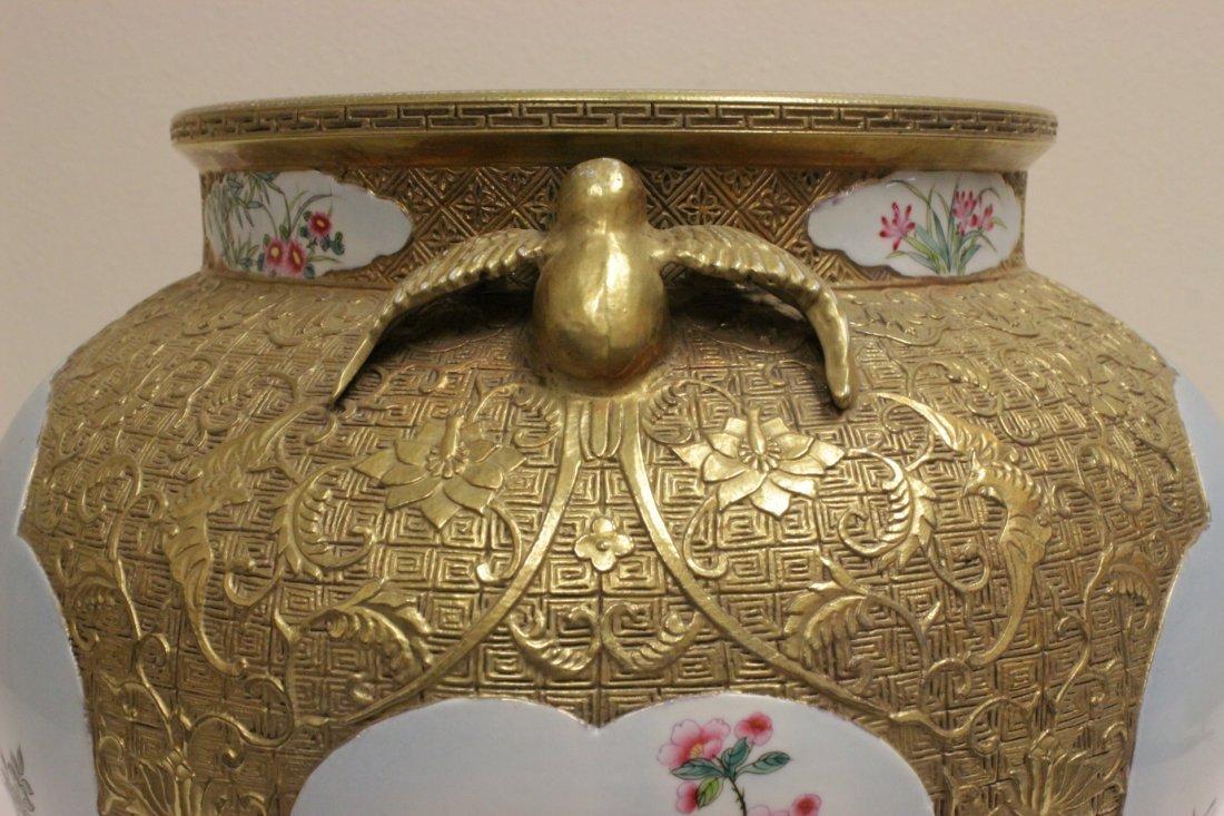Chinese gold leaf famille rose porcelain jar - 8