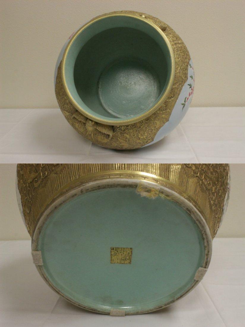 Chinese gold leaf famille rose porcelain jar - 9
