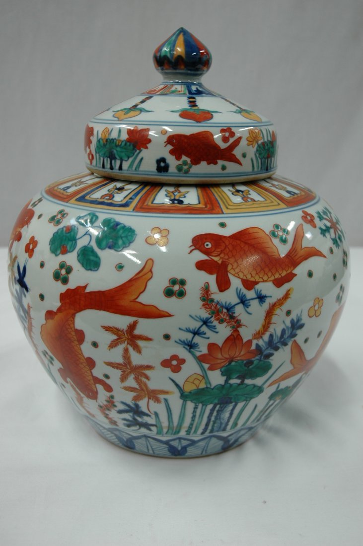 Chinese wucai porcelain covered jar - 2
