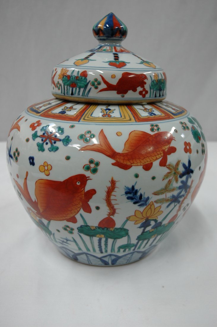 Chinese wucai porcelain covered jar - 4