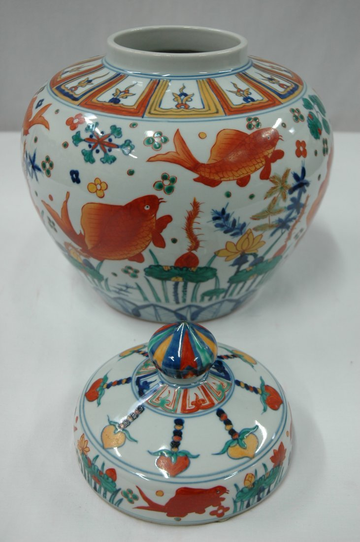 Chinese wucai porcelain covered jar - 5