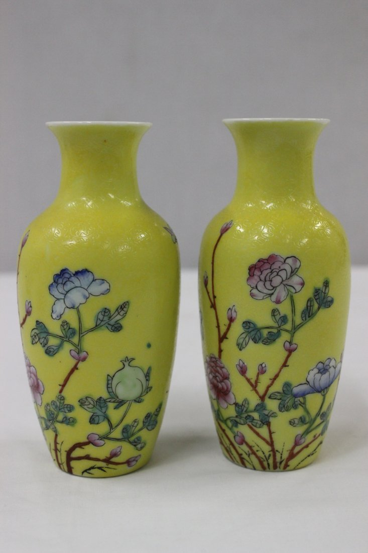 Pair Chinese early 20th c. export porcelain vases - 2