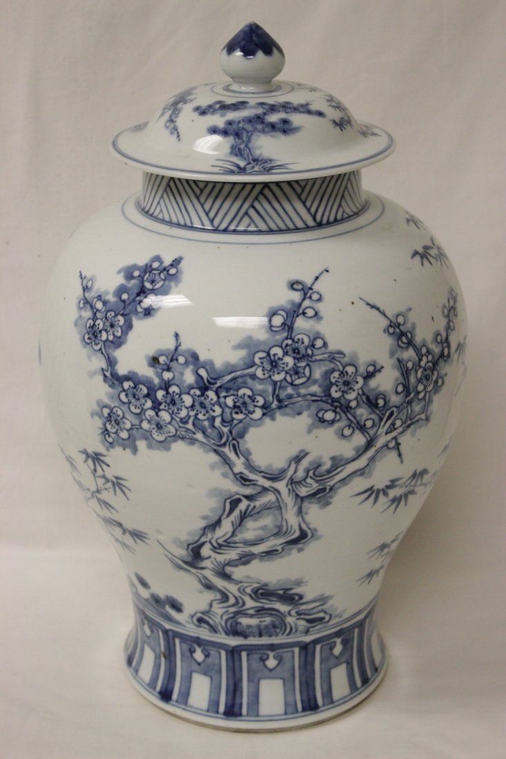 Chinese blue and white porcelain covered jar - 4