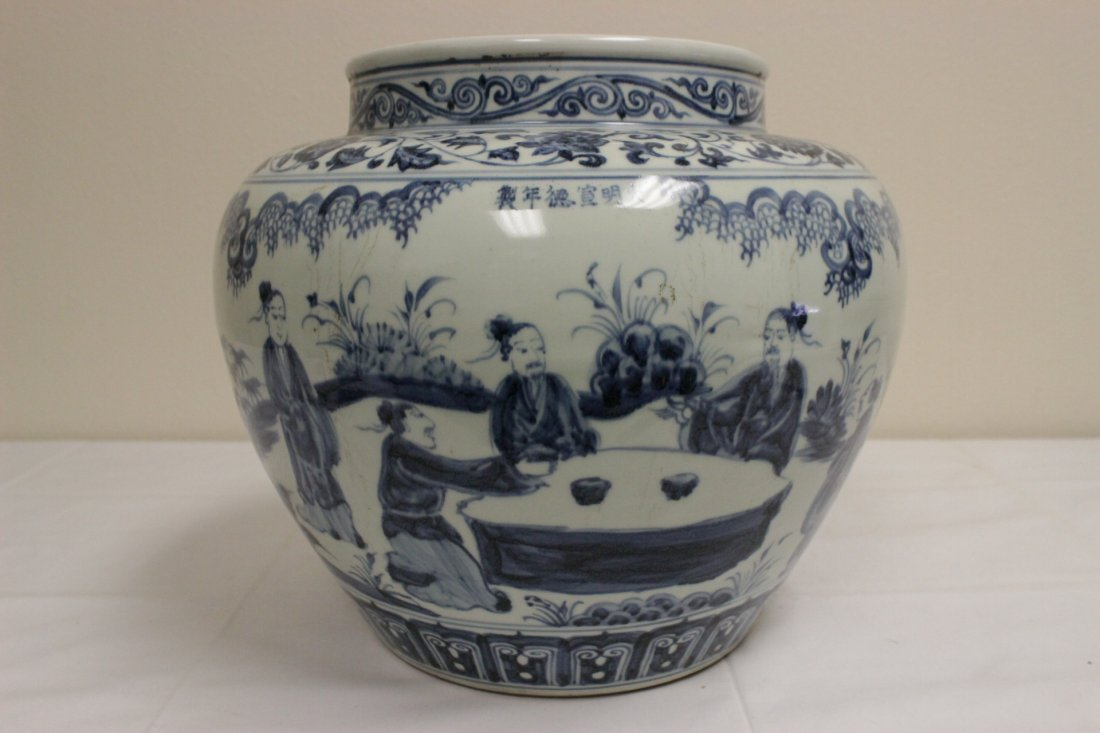 A large Chinese blue and white porcelain jar - 3