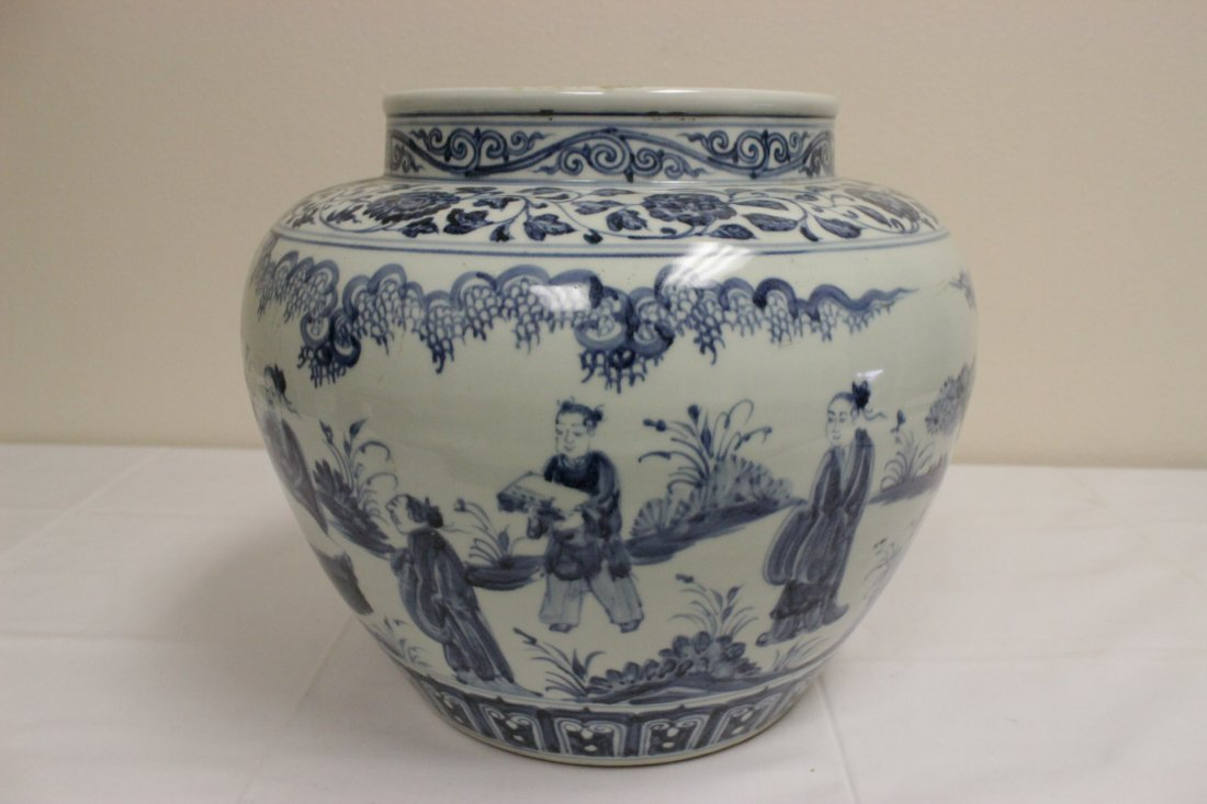 A large Chinese blue and white porcelain jar - 4