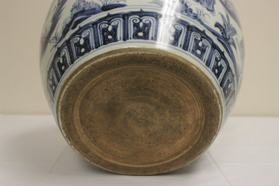 A large Chinese blue and white porcelain jar - 7