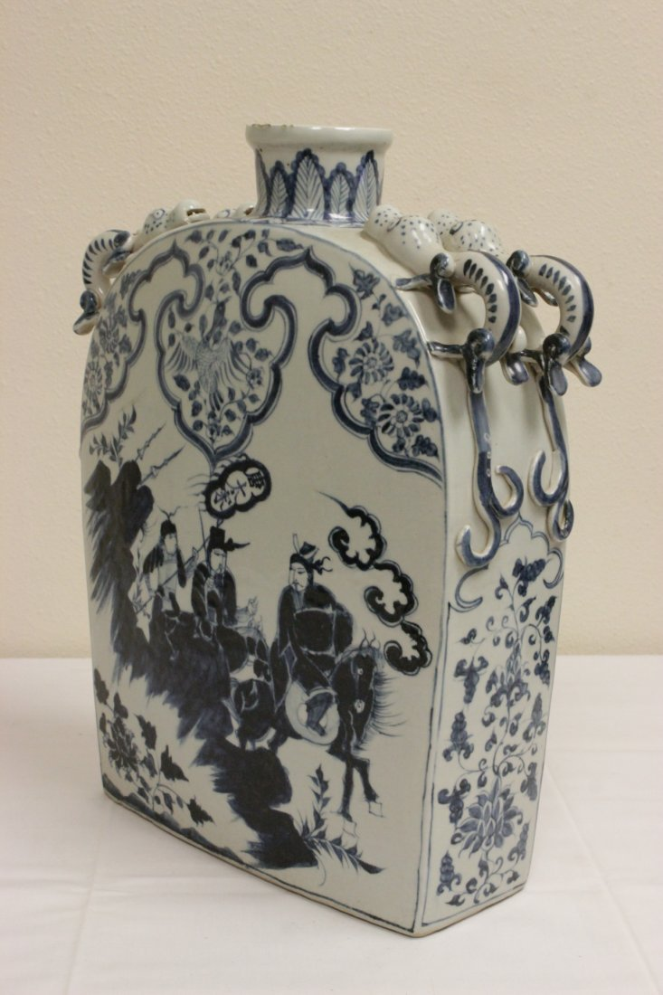 Chinese blue and white porcelain flask - 2