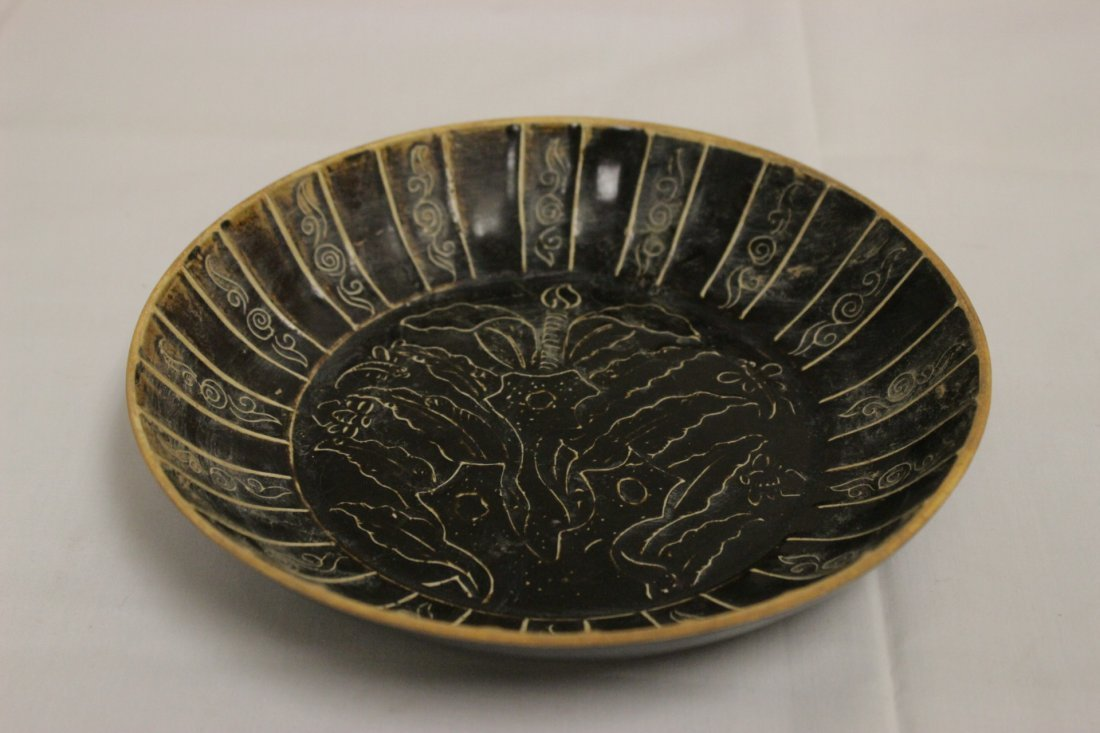 Song style brown glazed dish with floral decoration - 2