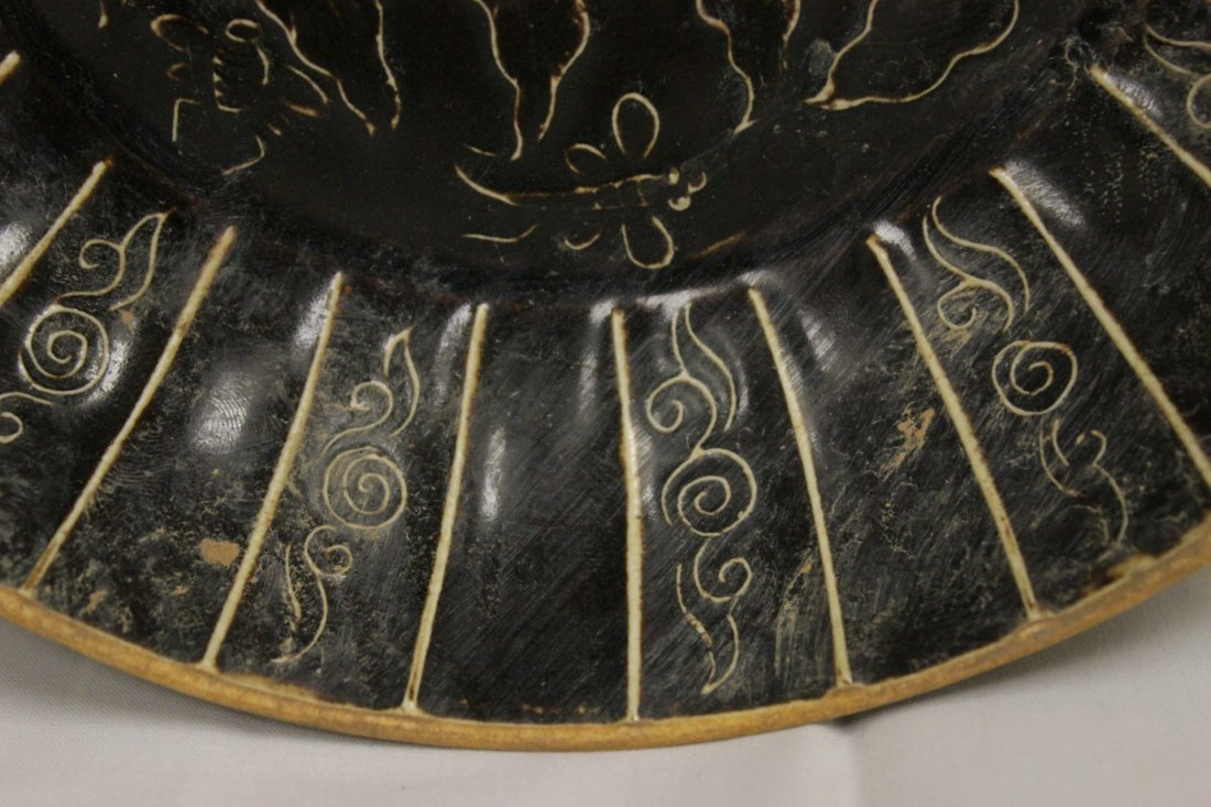 Song style brown glazed dish with floral decoration - 8