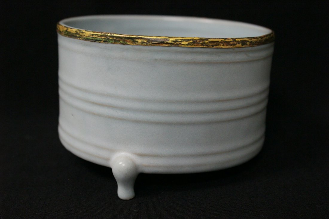 Chinese Song style porcelain footed censer - 5