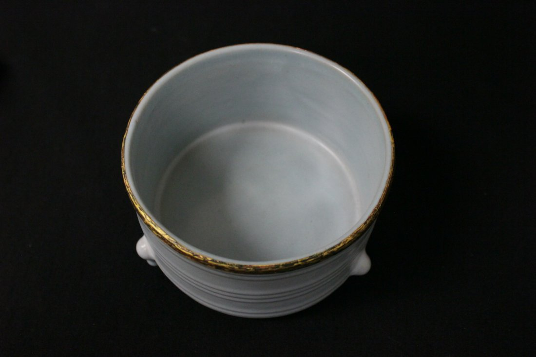 Chinese Song style porcelain footed censer - 6