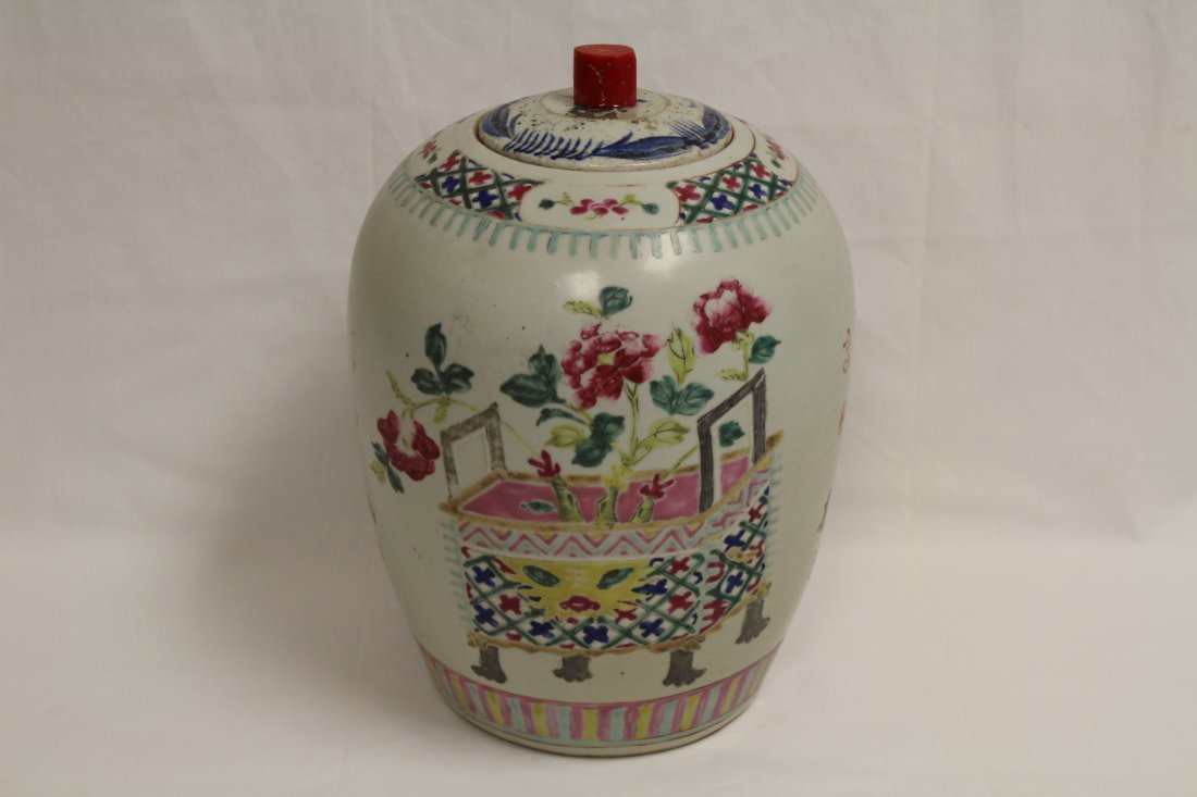 Chinese antique famille rose porcelain covered jar