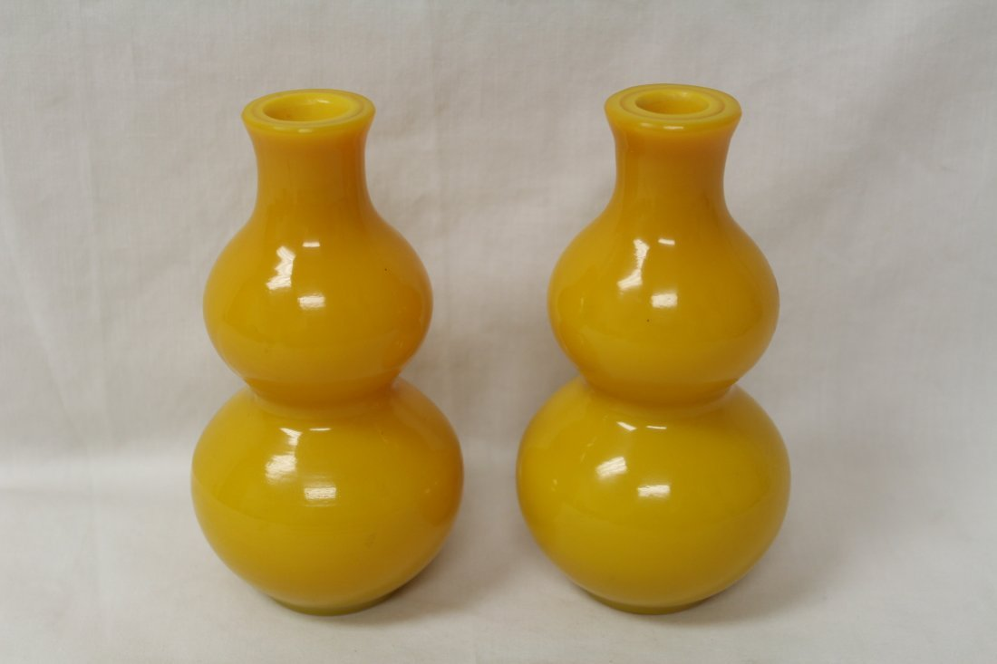 Pair yellow Peking glass vase in gourd shape