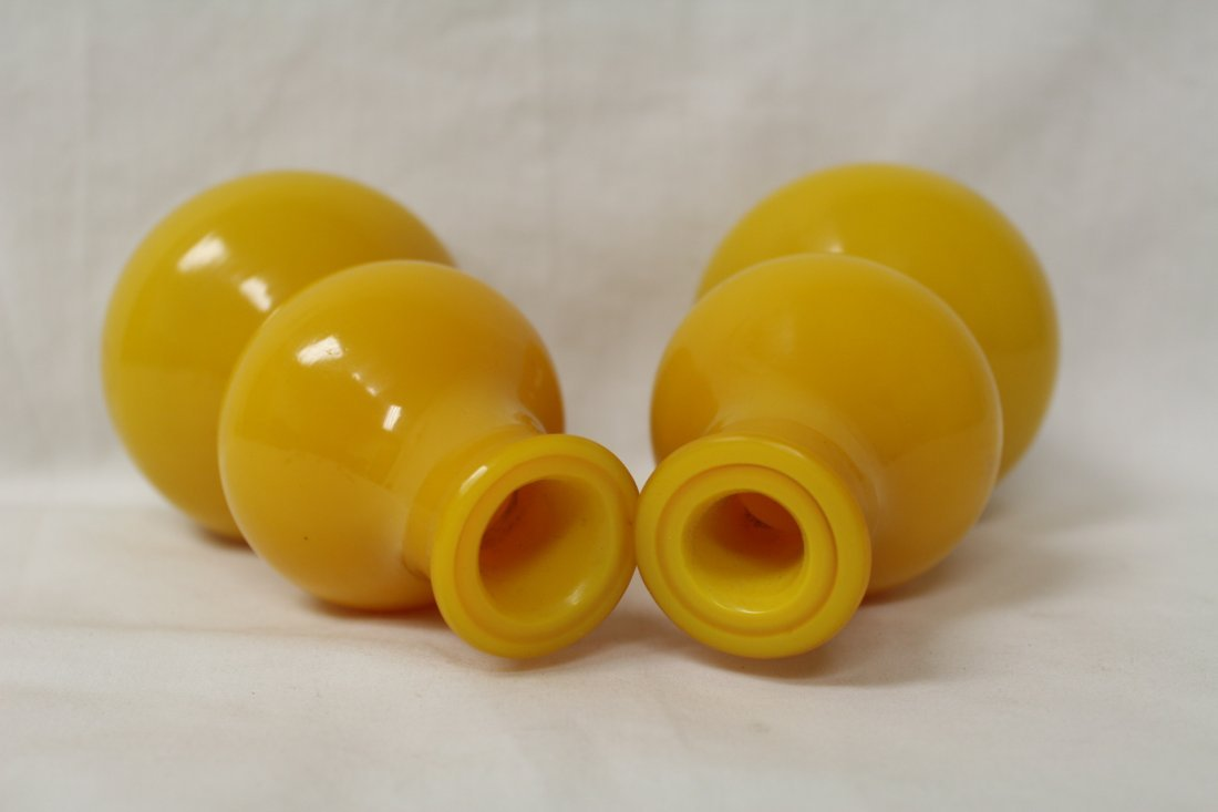 Pair yellow Peking glass vase in gourd shape - 2