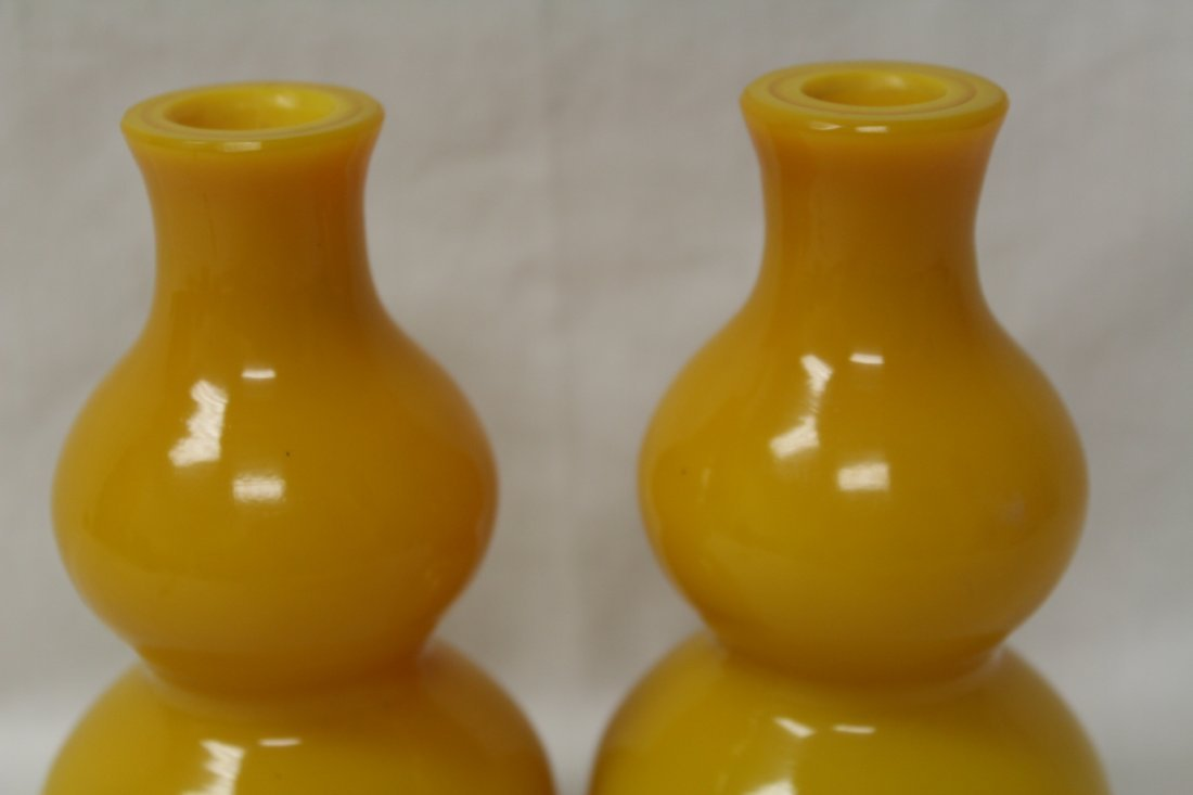Pair yellow Peking glass vase in gourd shape - 4