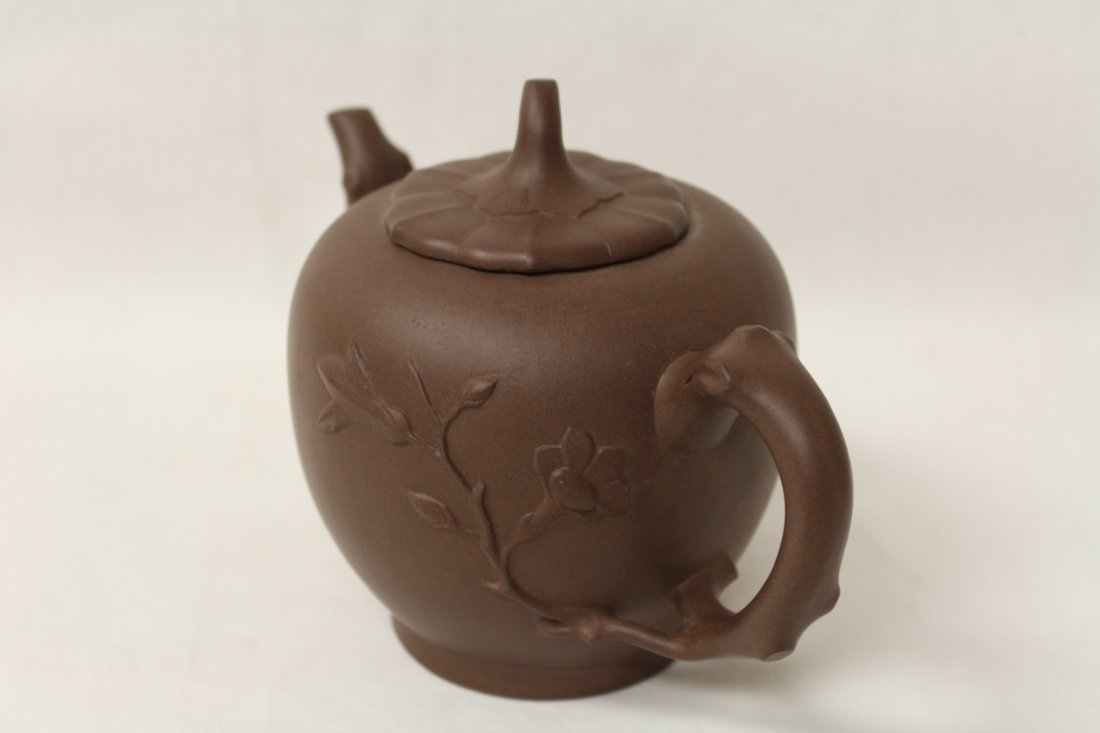 2 Chinese Yixing clay teapots - 9