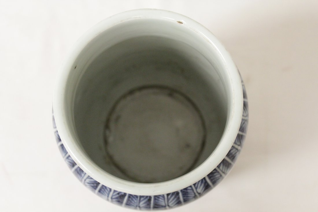 A vintage Chinese blue and white straight vase - 5
