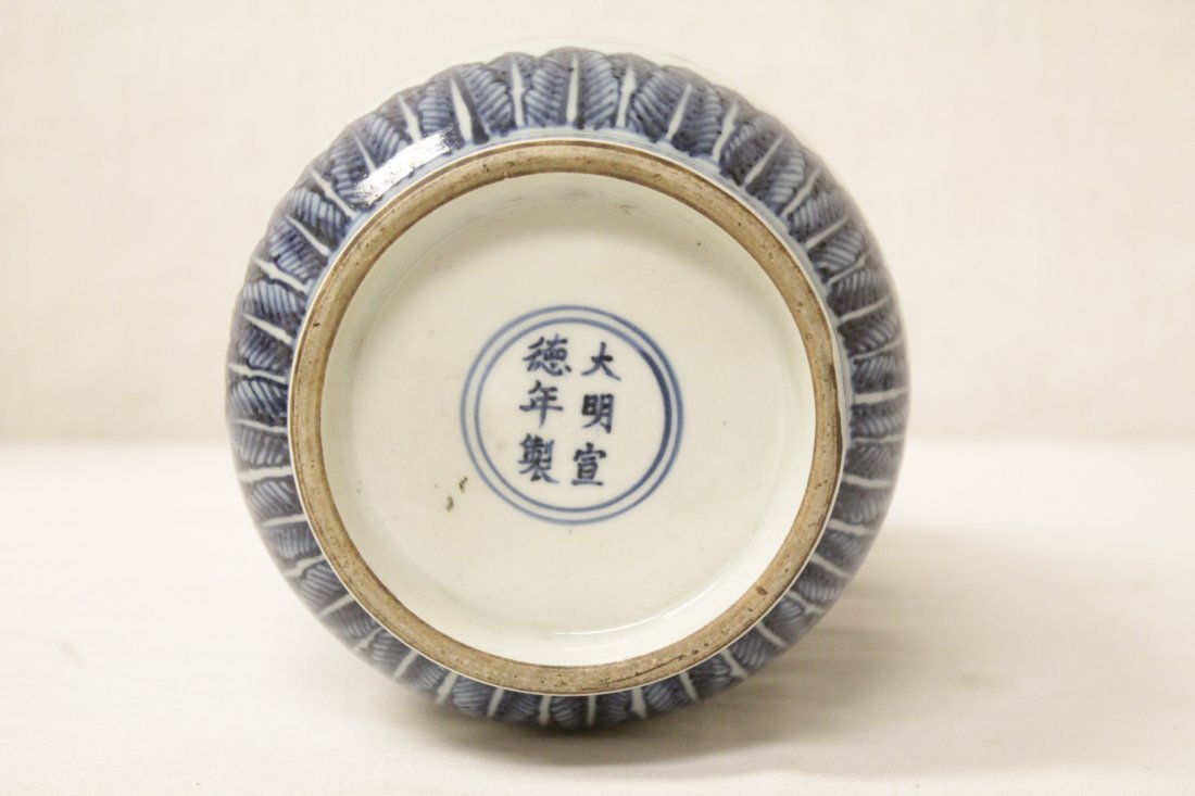 A vintage Chinese blue and white straight vase - 8